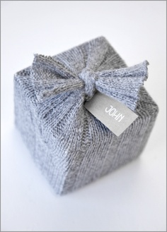 christmas reuse recycle reduce sweater unique gift wrapping ideas zero waste gift tag grey